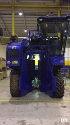 Grape harvesting machine New Holland VX7090 - 5